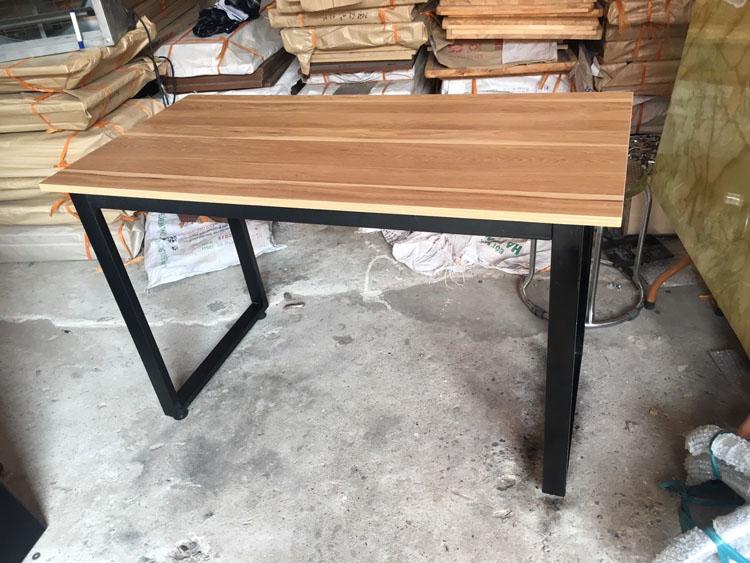 bàn làm việc chân sắt chữ U 1m