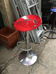 Ghế bar đỏ chân inox. Mới 90% giá rẻ