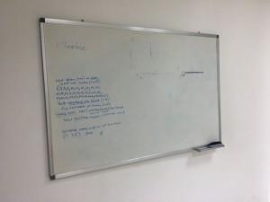 Bảng fooc viết bút dạ kích thước 1m5 rộng 1m. Bảng treo