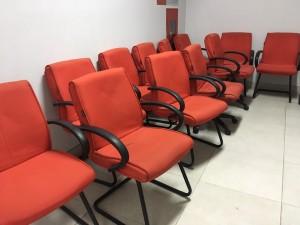 Ghế quỳ hoà phát giá 300k sử dụng tốt