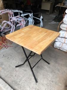 Bàn cafe mặt gỗ cao su chân gấp vuông 60 cm giá rẻ