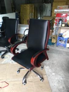 Ghế da giám đốc tay gỗ cũ Tg 75 giá rẻ
